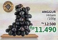 Promo Harga Anggur Hitam per 100 gr - Alfamidi